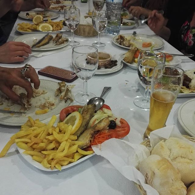 enjoying dinner with friends at #ei_marionetas_mandragora - Monsenhor enVide neFelibata